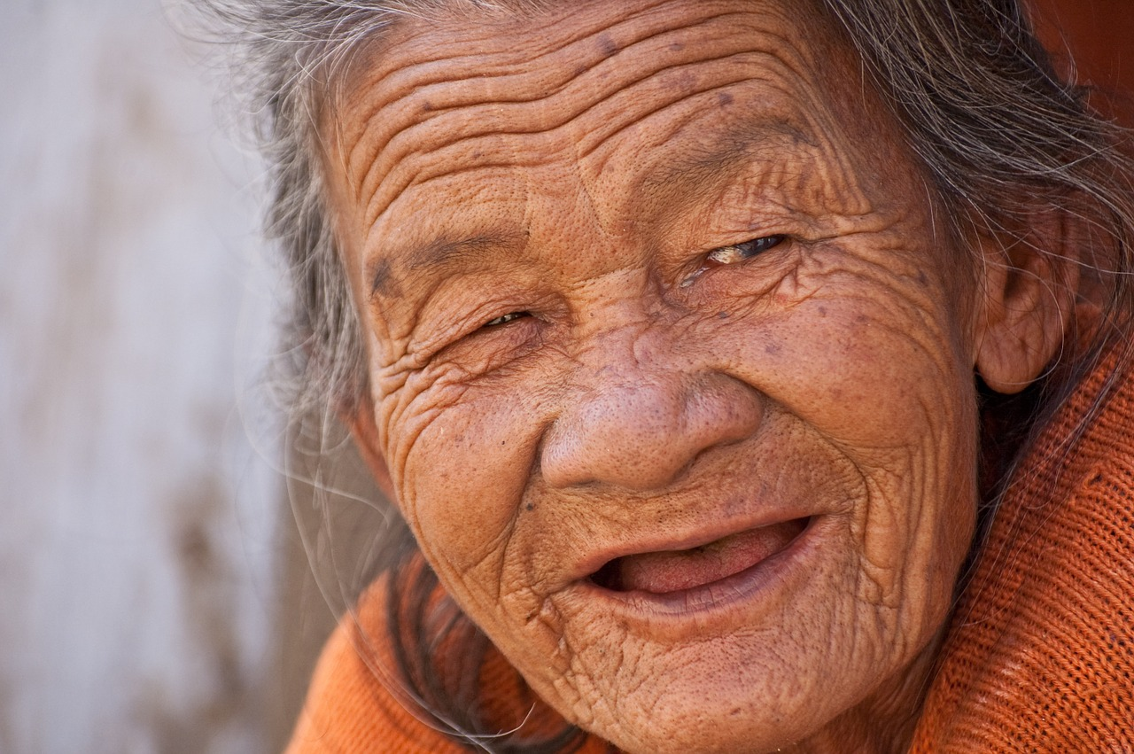 old lady, smile, beautiful-845225.jpg